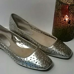 Flats by Enzo Angiolini